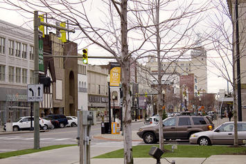 1024px-Youngstown,_Ohio_Central_Square_West_Federal_Street.jpg