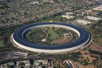 1200px-Aerial_view_of_Apple_Park_dllu.jpg