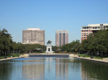 1200px-Hermann_Park,_Sam_Houston_monument,_reflection_pool.JPG