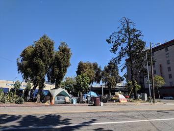 1200px-Homeless_encampment_in_Oakland_near_I-980.jpg