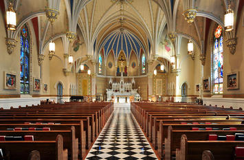 1200px-Interior_of_St_Andrew's_Catholic_Church_in_Roanoke,_Virginia.jpg