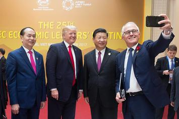 1200px-Turnbull_selfie_with_Xi_Trump_Quang.jpg