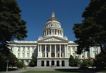 1600px-California_State_Capitol_front_1999.jpg