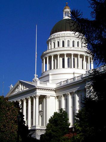 450px-CA_Capitol3.jpg