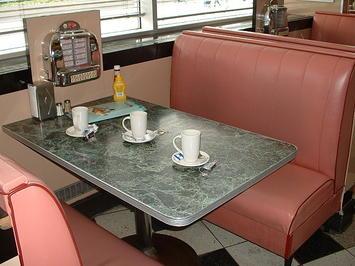 640px-Annettes_Diner-_Table.jpg