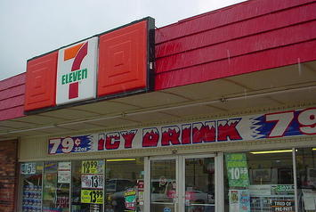 640px-Front_Of_Oklahoma_7-Eleven_With_Icy_Drink_Ad.jpg