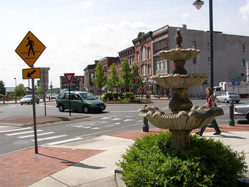 800px-Downtown_Glens_Falls_New_York_roundabout.jpg
