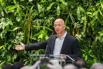 800px-Jeff_Bezos_at_Amazon_Spheres_Grand_Opening_in_Seattle_-_2018_(39074799225).jpg