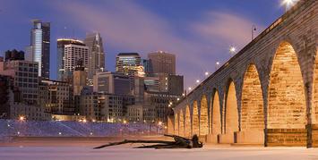 800px-Minneapolis_on_Mississippi_River.jpg
