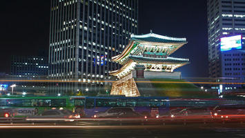 800px-Seoul-Namdaemun-at.night-02.jpg