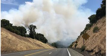 800px-Smoke-near-the-Mendo-complex-Mendo-Sheriff.jpg