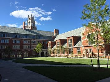 Benjamin_Franklin_College_Yale.jpg