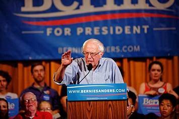 Bernie_Sanders_in_Littleton,_NH,_on_August_24,_2015_(20703289249) (1).jpg