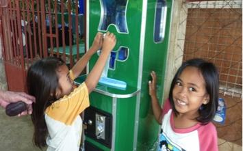 Filipino kids-bottled water.jpg