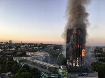 Grenfell_Tower_fire_(wider_view).jpg