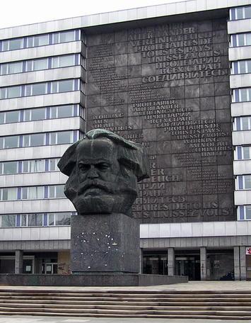 Karl_Marx_memorial.jpg