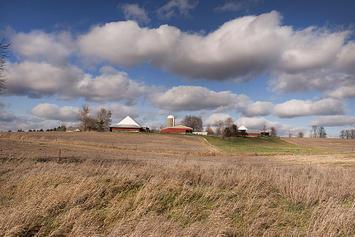 Rural_farmland_in_America.jpg