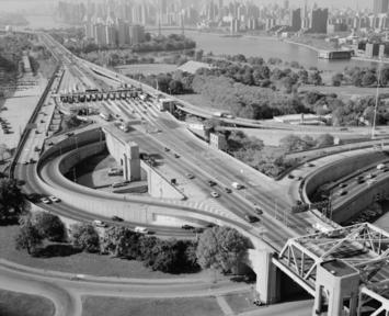 TRIBOROUGH_BRIDGE_EXCHANGE_PLAZA_ON_RANDALL'S_ISLAND._-_Triborough_Bridge,_Passing_through_Queens,_Manhattan_and_the_Bronx,_Queens_(subdivision),_Queens_County,_NY_HAER_NY,41-QUE,2-21_(cropped).jpg