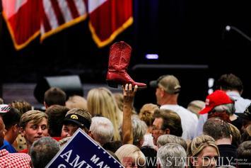 Trump_Cedar_Rapids_(28631732735).jpg