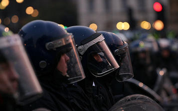 london-riot-gear.jpg