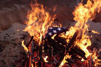 us-flag-burning.jpg