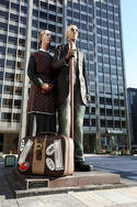 american-gothic-statue.jpg