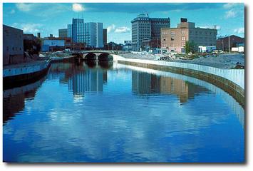 640px-Flint_River_in_Flint_MIchigan-DS.jpg