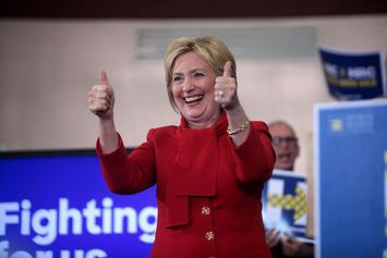 640px-Hillary_Clinton_thumbs.jpg
