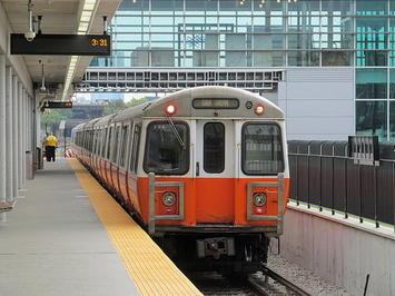640px-Inbound_Orange_Line_train_at_Assembly_station_2_September_2014.jpeg