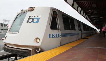 800px-Bart_A_car_Oakland_Coliseum_Station.jpg