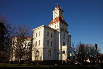 800px-Benton_County_Courthouse_Greg_Keene.jpg
