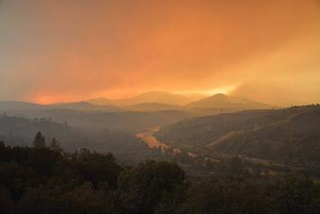 800px-Carr_Fire_28_July_2018_b.jpg
