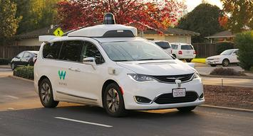 800px-Waymo_Chrysler_Pacifica_in_Los_Altos,_2017.jpg