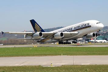 Airbus_A380_of_Singapore_Airlines_at_Zurich_International_Airport_(1).jpg