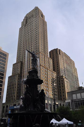 Carew_Tower_Cincinnati_Ohio.jpg