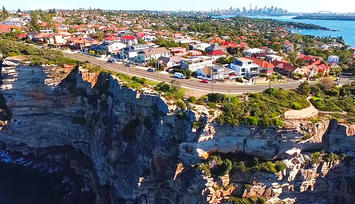 Clifftop_hilly_homes_in_Vaucluse_eastern_suburbs_Sydney_Australia.jpg