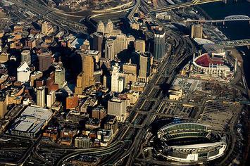 Downtown_cincinnati_2010_kdh.jpg