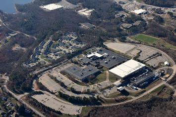 Intel_microchip_manufacturing_plant_Hudson_MA.JPG