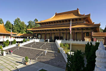 Lightmatter_Hsi_Lai_Temple_4 (1).jpg