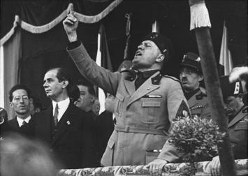 Mussolini_in_Mailand.jpg