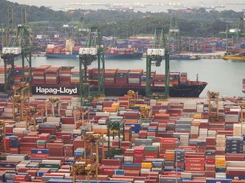 Singapore_Ship_Docks_(PSA)_(6464681311).jpg