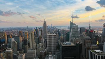 View_of_New_York_City_with_the_Empire_State_Building_and_One_World_Trade_Center_from_the_Rockefeller_Center.jpg