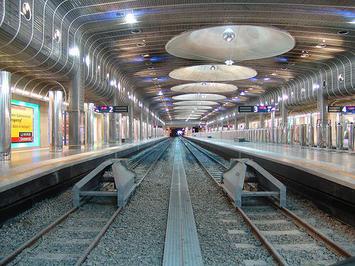 auckland-train.jpg