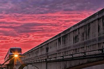 disney-monorail.jpg